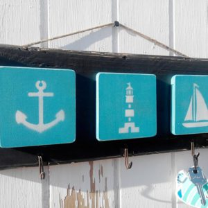 Wooden kaychain with nautical signs