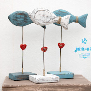 Recycled wooden fishes home decoration
