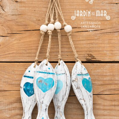 Recycled wooden fishes with shabby chic style