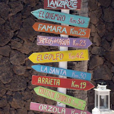 Wooden decoration for beach bar in Costa Teguise - Lanzarote: directions for best surf spot in Lanzarote - Jardin del Mar