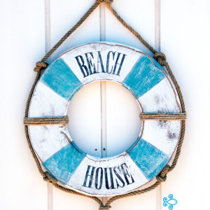 "Recycled wooden lifebelt handmade painted ""Beach House"" - Jardin del Mar"