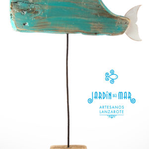 Whale made with driftwood and recycled materials - Jardin del Mar